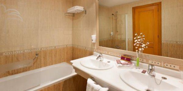 107065-hotel-fanabe-costa-sur—hotel-costa-adeje—bao-habitacion-doble-estandar-y-habitacion-familiar